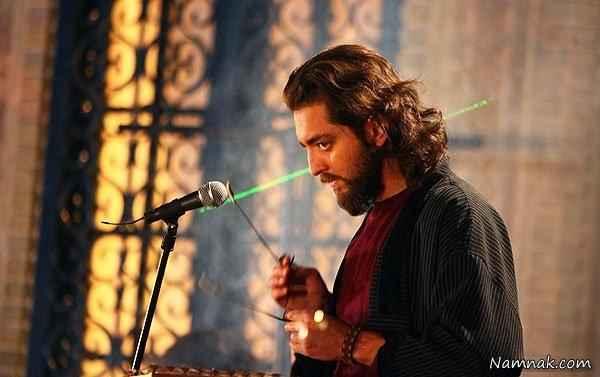 بهرام رادان در حال سنتور زدن در فیلم علی سنتوری
