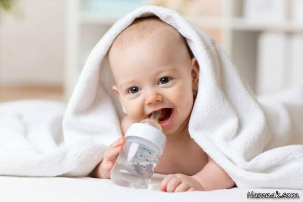 آب خوردن نوزادان