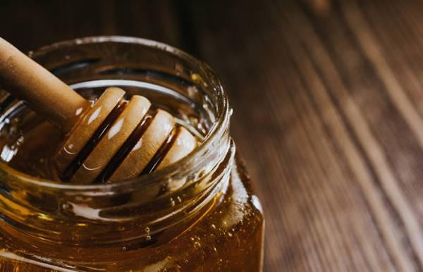 درمان سرماخوردگی با عسل و آبلیمو