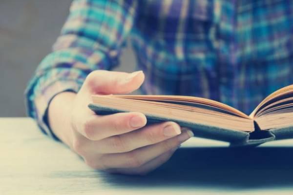 کتاب خواندن و تخیلات