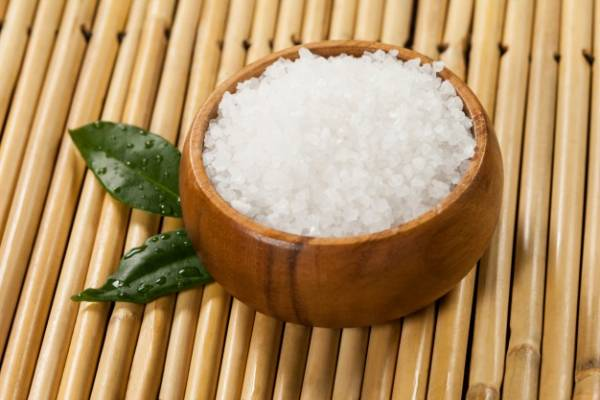 ترکیب نمک و جوش شیرین