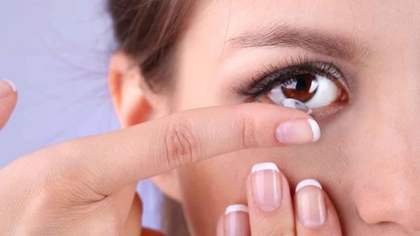 لنز در چشم