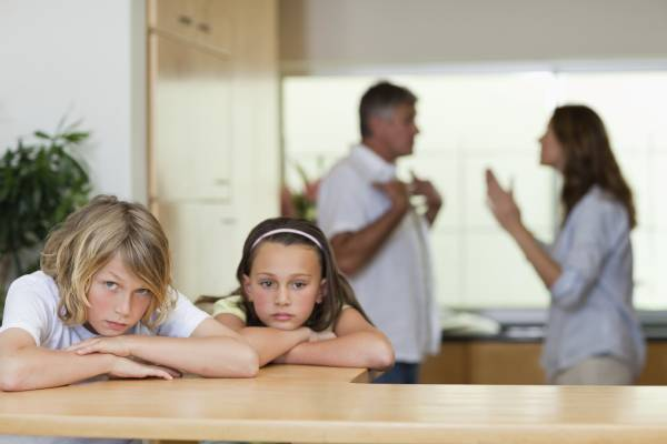 دعوای پدر مادر