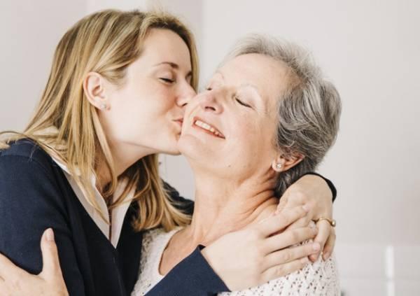 علاقه زن به مادر