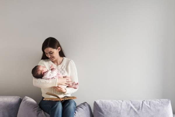 توجه زن به کودک