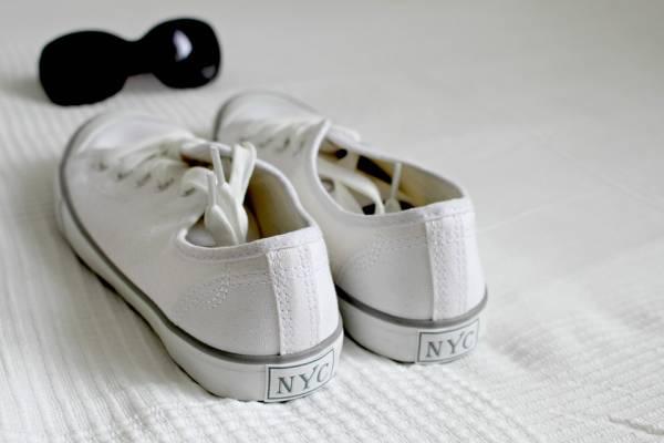 کفش سفید