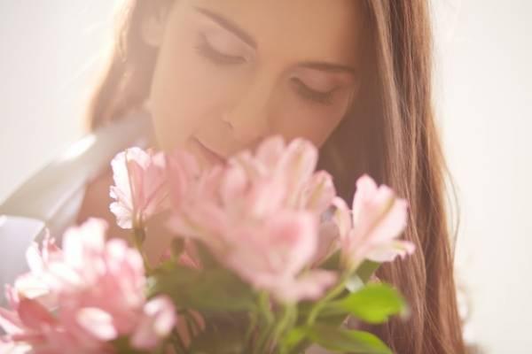 بوییدن گل