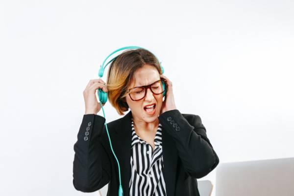 گوش کردن موسیقی