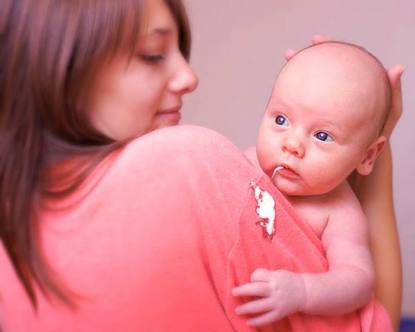 استفراغ آبکی نوزاد