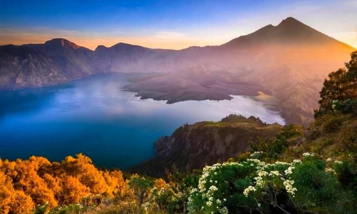 کوه آتشفشانی اندونزی