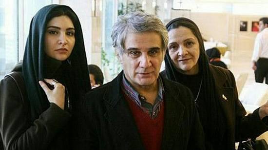 مهدی هاشمی در کنار همسر و دخترش