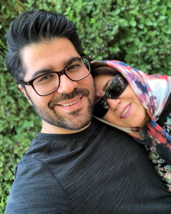 حامد همایون و مادرش