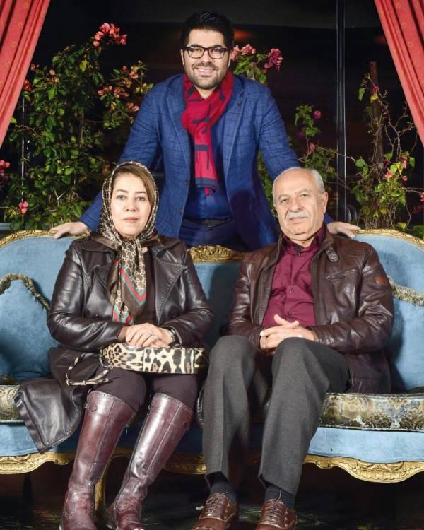 حامد همایون و پدر و مادرش