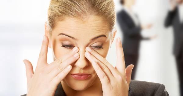 مالیدن چشم