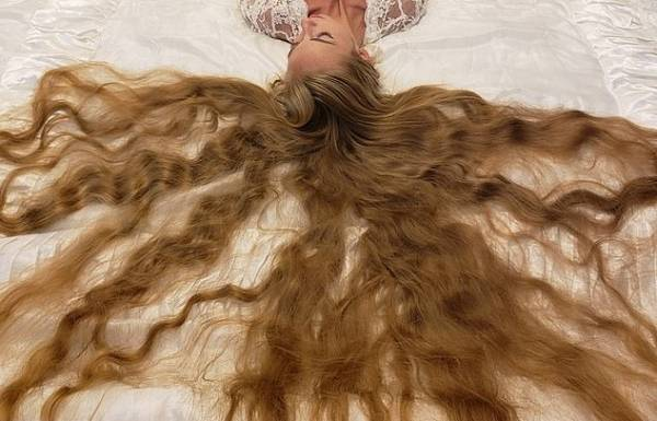 موهای بلند دختر 28 ساله