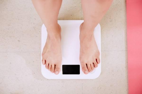 شیرین بیان برای درمان چاقی
