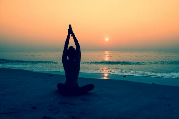 یوگا چیست ؟ | فواید شگفت آور یوگا بر سلامتی | حرکات یوگا