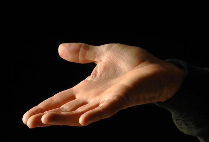 علت لرزش انگشتان دست