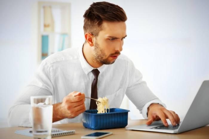 چرا میگن موقع خوردن غذا صحبت نکنید ؟