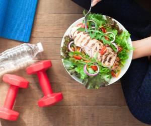 قبل از غذا یا بعد از غذا خوردن باید ورزش کرد؟