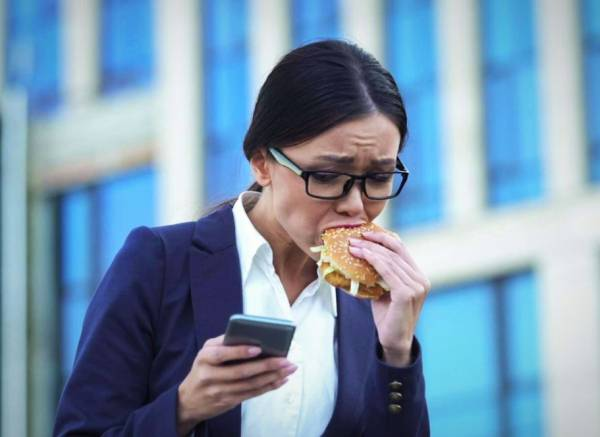 عوارض تند غذا خوردن