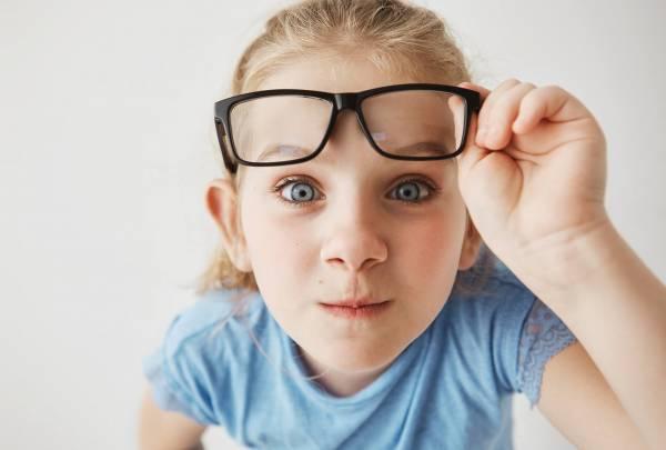 آستیگمات چشم کودک