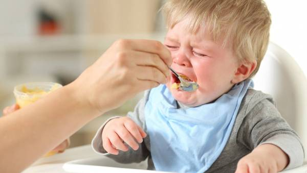 غذای زوری به کودک