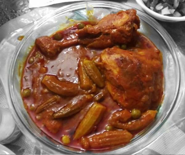 خورش مرغ با بامیه