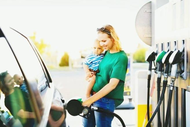 نکاتی برای اینکه خانم ها راحت تر بنزین بزنن