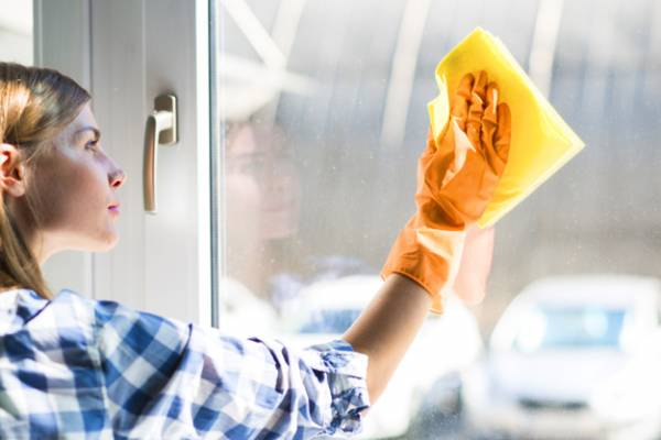 پاک کردن شیشه