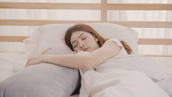 خوابیدن با دوبالش