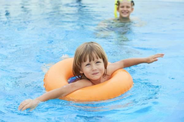 ورزش کودکان در آب