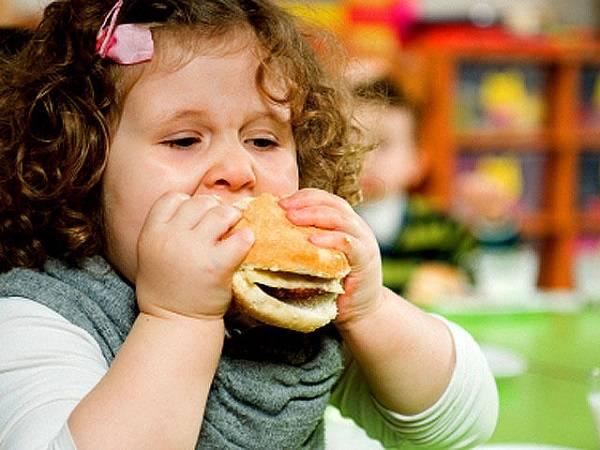 پرخوری کودکان