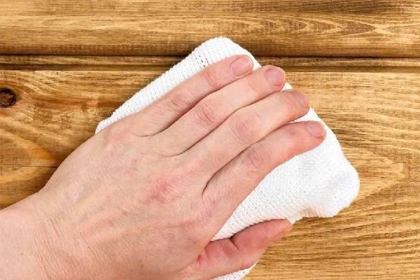 براق کردن مبل چوبی
