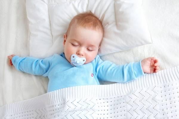 مکیدن پستانک برای نوزاد