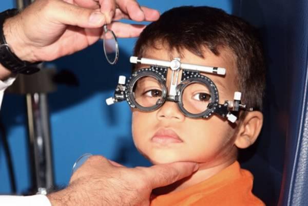 تشخیص آستیگماتیسم در کودکان