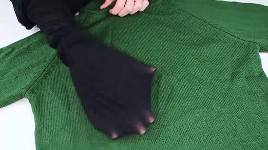 رفع پرز لباس با جوراب
