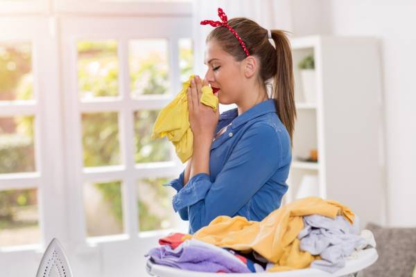 رفع بوی نم زدگی و کپک لباس ها