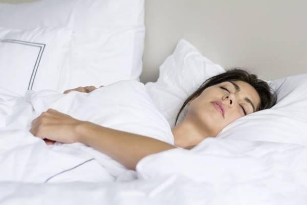 خوابیدن زیر پتوی سنگین