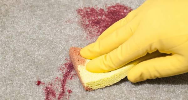 لکه انار روی فرش
