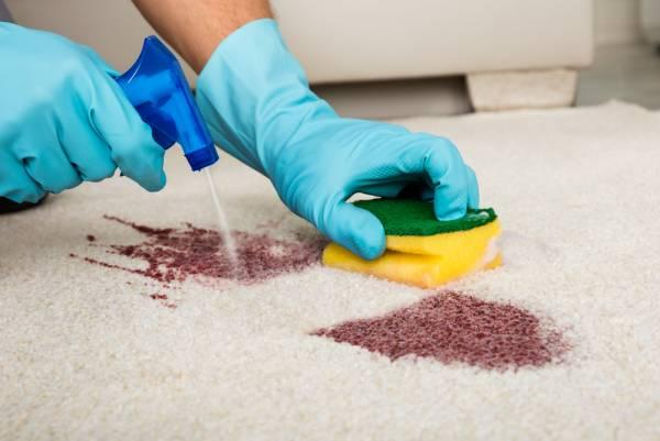 تمیز کردن لکه فرش
