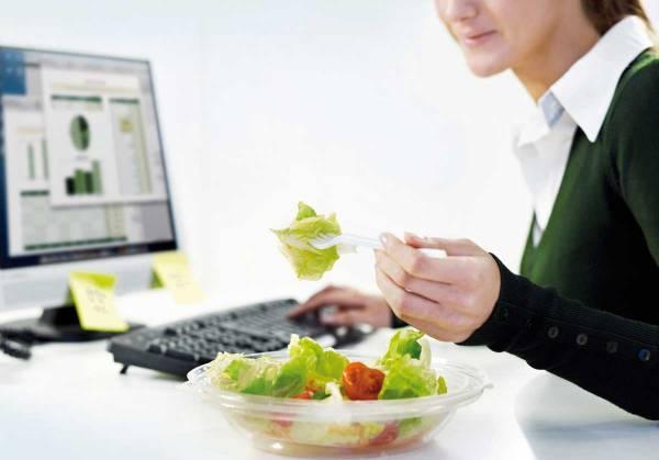 خوردن خوراکی در محیط کار