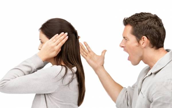 گوش نکردن به حرف همسر