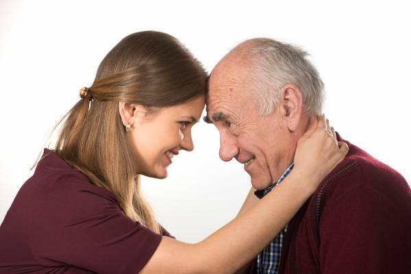 معایب ازدواج با مرد مسن