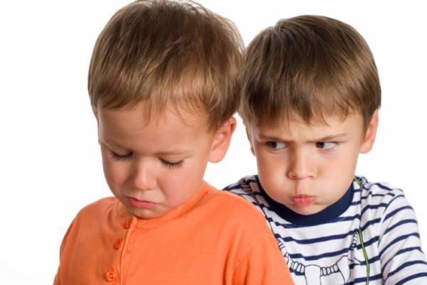 علت و ریشه حسادت بین فرزندانتان چیست ؟ راه حل صحیح کدام است؟