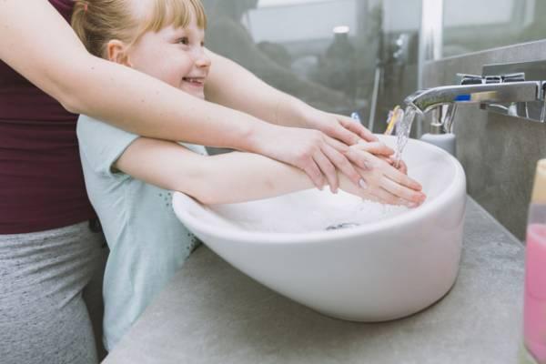 شستن دست های کودکان