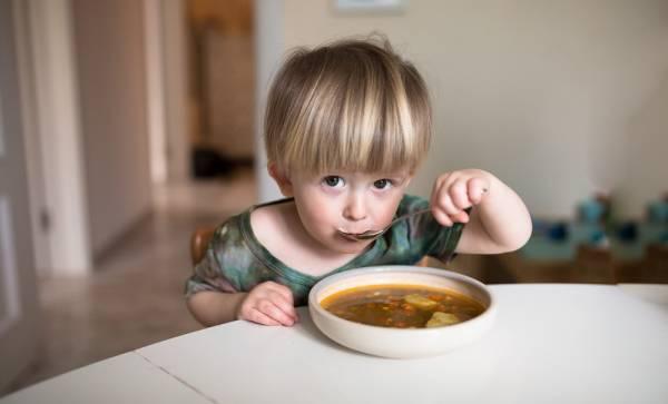 سوپ خوردن کودکان