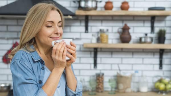 نوشیدن آب و چای