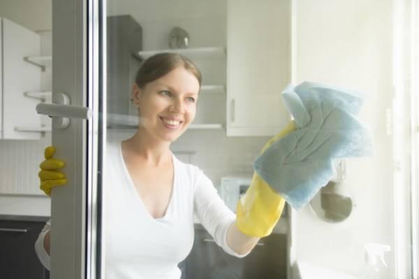 محلول شیشه پاک کن