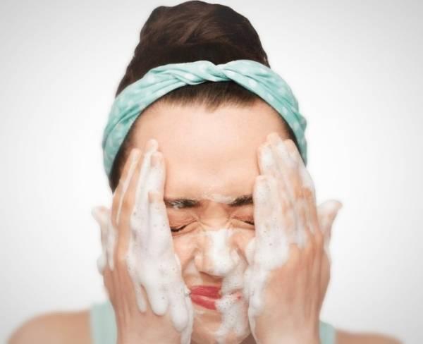 شستشوی صورت با صابون